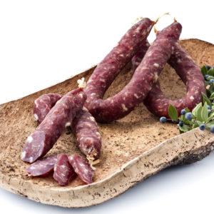 Salsiccia stagionata di puro suino, prodotta in Gallura, foto su vassoio di sughero con mirto